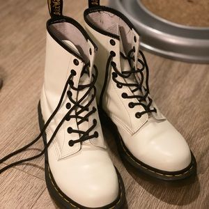 White Dr. Martens PERFECT CONDITION